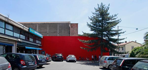 Piazza dell'Immaginario, muro rosso (organizzazione Dryphoto arte contemporanea)